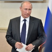 Путин разрешил россиянам иметь два загранпаспорта