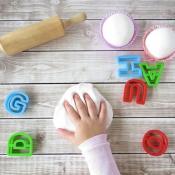 Чем заняться с ребенком в дождливую погоду? 12 поводов не скучать