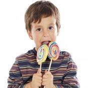 Названы сладости, которые лучше не дарить детям