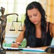 Филиалам вузов запретили выпускать юристов