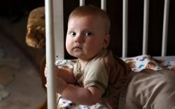 Родителям посоветовали не вставать к малышам ночью