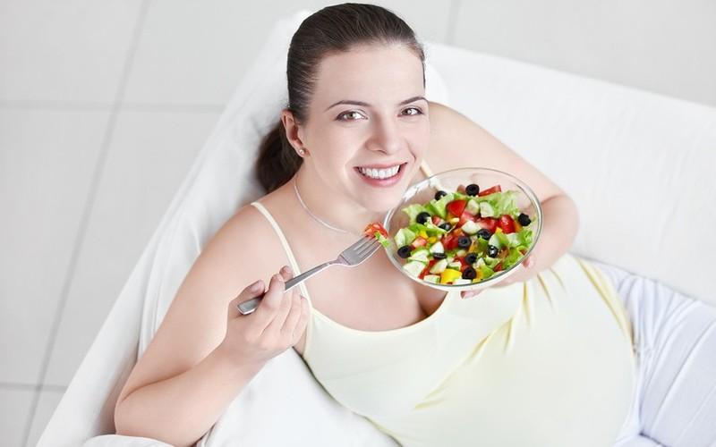 Беременным хочется больше есть